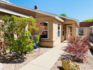328 VIA VISTA Street SE, Albuquerque, NM 87123
