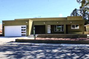 8010 Robin Avenue NE, Albuquerque, NM 87110