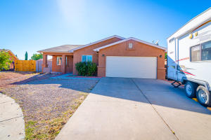 1423 FOX HILL Drive SW, Albuquerque, NM 87121