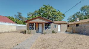 174 La Vega Road SW, Albuquerque, NM 87105