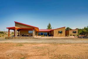 4 RED TAIL Road, Cerrillos, NM 87010