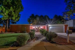 7417 ARROYO DEL OSO Avenue NE, Albuquerque, NM 87109