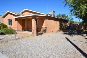 2401 DORA Avenue NW, Albuquerque, NM 87104