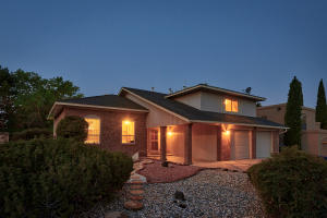 8716 CHERRY HILLS Road NE, Albuquerque, NM 87111