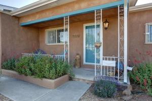 916 Manzano Street NE, Albuquerque, NM 87110