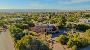 331 WHITEOAKS Drive NE, Albuquerque, NM 87122