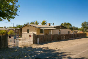 2574 RAMIREZ Road SW, Albuquerque, NM 87105