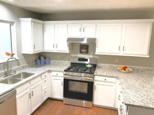 6716 ARMAND Road NW, Albuquerque, NM 87120