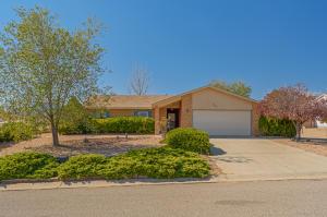 537 LONGWOOD Loop NE, Rio Rancho, NM 87124