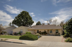 7208 DELLWOOD Road NE, Albuquerque, NM 87110