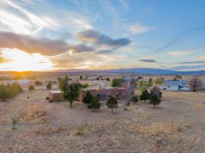 58 El Cielo Azul Circle, Edgewood, NM 87015