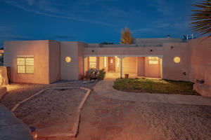642 Mission Valley Road, Corrales, NM 87048
