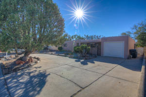 2705 CHARLESTON Street NE, Albuquerque, NM 87110