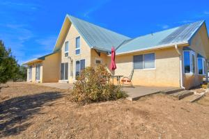 129 STREAM Road, Edgewood, NM 87015