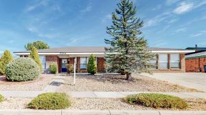 5304 THOMAS Drive NE, Albuquerque, NM 87111
