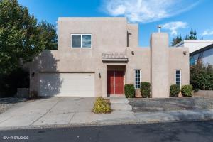 5709 Bartonwood Place NE, Albuquerque, NM 87111