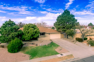 1901 WHITE CLOUD Street NE, Albuquerque, NM 87112