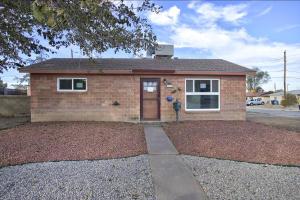 2517 GLORIETA Street NE, Albuquerque, NM 87112