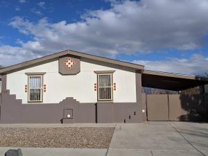 220 WESTCOURT Place NW, Albuquerque, NM 87105