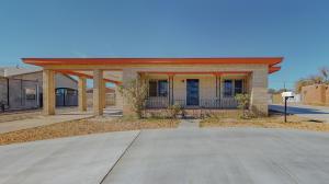475 LOMA HERMOSA Drive NW, Albuquerque, NM 87105