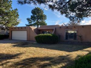 10108 LA PAZ Drive NW, Albuquerque, NM 87114