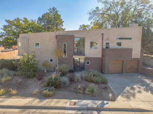 2612 VISTA LARGA Avenue NE, Albuquerque, NM 87106