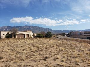 8601 BEVERLY HILLS Avenue NE, Albuquerque, NM 87122