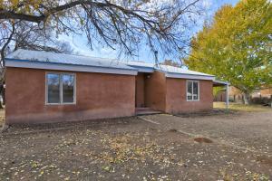 234 Mockingbird Lane, Corrales, NM 87048