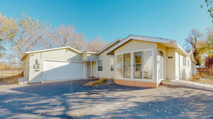 2538 BOLIVER Lane SW, Albuquerque, NM 87105