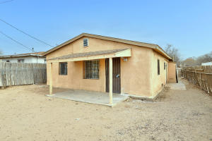 1700 FOOTHILL Drive SW, Albuquerque, NM 87105