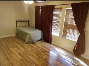 7300 Via Contenta NE, Albuquerque, NM 87113