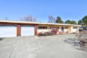 2515 VISTA LARGA Avenue NE, Albuquerque, NM 87106