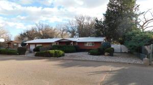 332 ENCHANTED VALLEY Place NW, Los Ranchos, NM 87107