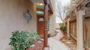 5224 CHRIS Court NW, Albuquerque, NM 87120