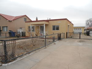 512 DOUGLAS MACARTHUR Road NW, Albuquerque, NM 87107