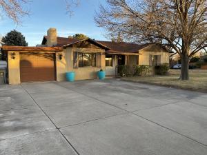 6820 VERMEJO Road NW, Albuquerque, NM 87107