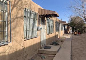 425 MESILLA Street SE, Albuquerque, NM 87108