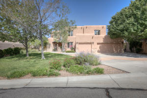 8717 ROYAL GLO Drive NE, Albuquerque, NM 87122