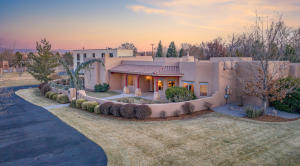 4616 Los Poblanos Circle NW, Los Ranchos, NM 87107
