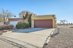 632 LAKEVIEW Circle SE, Rio Rancho, NM 87124