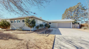 2929 DAKOTA Street NE, Albuquerque, NM 87110