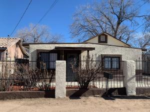 1936 GRANADA Court SW, Albuquerque, NM 87105