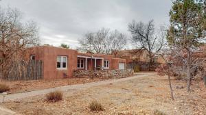 716 PUEBLO SOLANO Road NW, Los Ranchos, NM 87107