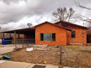 2421 EDNA Avenue NW, Albuquerque, NM 87104
