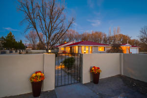 516 ROEHL Road NW, Los Ranchos, NM 87107