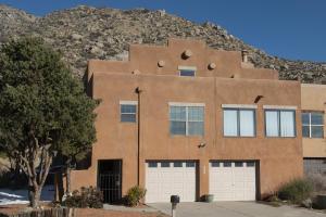 2942 Vista del Rey NE, Albuquerque, NM 87111