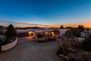 929 TRAMWAY Lane NE, Albuquerque, NM 87122