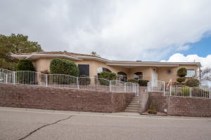 701 STAGECOACH Road SE, Albuquerque, NM 87123