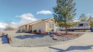 10472 PAMPLONA Street NW, Albuquerque, NM 87114