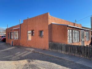 1715 Griegos Road NW, Albuquerque, NM 87107
